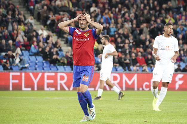 Samuele Campo ist trotz Assist alles andere als zufrieden mit sich, der FCB-Spieler ärgert sich masslos über eine vergebene Chance.