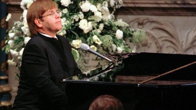 Elton John während der Trauerfeier für Lady Di am 6. September 1997 (Archiv)