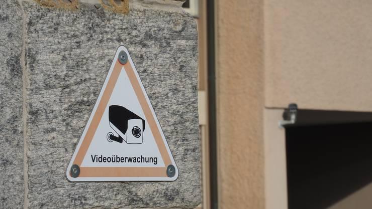 Die Stadtpolizei prüft, ob sie an Brennpunkten vermehrt Kameras einsetzten soll. (Symbolbild)