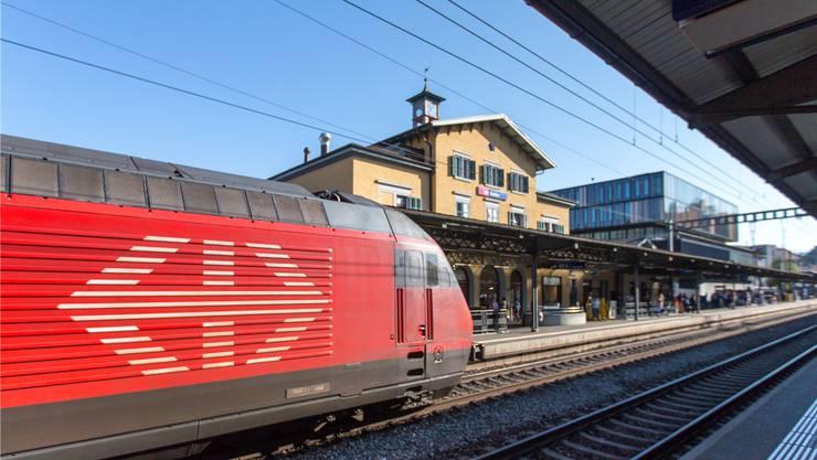 Bahnhof Baden: Der Stadtrat müsse vehementer als bisher um attraktive Schnellzugsverbindungen kämpfen, fordert die FDP in einem Postulat.