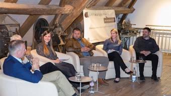 Wann gilt ein Betrieb überhaupt als familienfreundlich? Die Podiumsteilnehmer im Tegerfelder Weinbaumuseum diskutierten angeregt. Mirjam Bolliger/fotoaz.ch