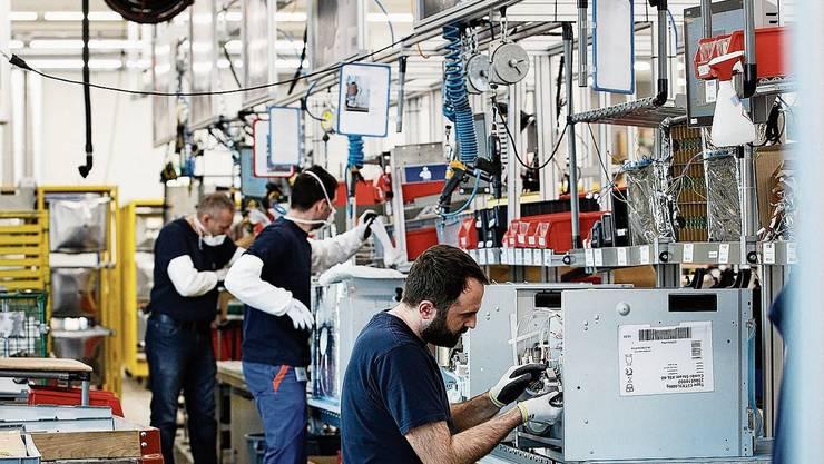 Blick in die Produktion von V-Zug-Geräten am Firmenstandort in Zug.