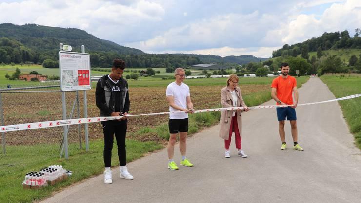 Jason Joseph, Thomas Beugger, Marianne Hollinger und Mario Dolder (v.l.) bei der Eröffnung der SPORTAMTag-Challenge im Löhrenacker in Aesch.