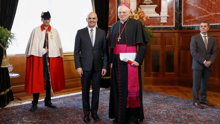 Thomas E. Gullickson, der päpstliche Nuntius für die Schweiz und Liechtenstein, hier im Januar 2018 beim traditionellen Neujahrsempfang des diplomatischen Korps in Bern mit Bundesrat Alain Berset.