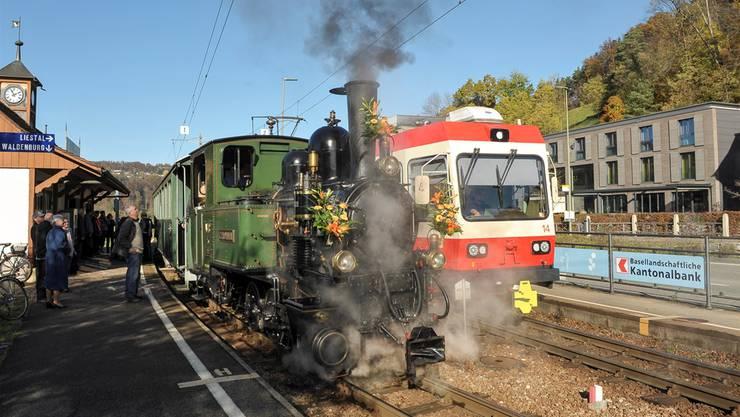 Werden sich auch künftig das Dampfbähnli und die WB-Kompositionen kreuzen? Im Frühling entscheidet der Landrat über die Spurbreite der Waldenburgerbahn.