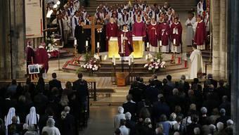 Die Trauergäste füllten die Kathedrale in Rouen.