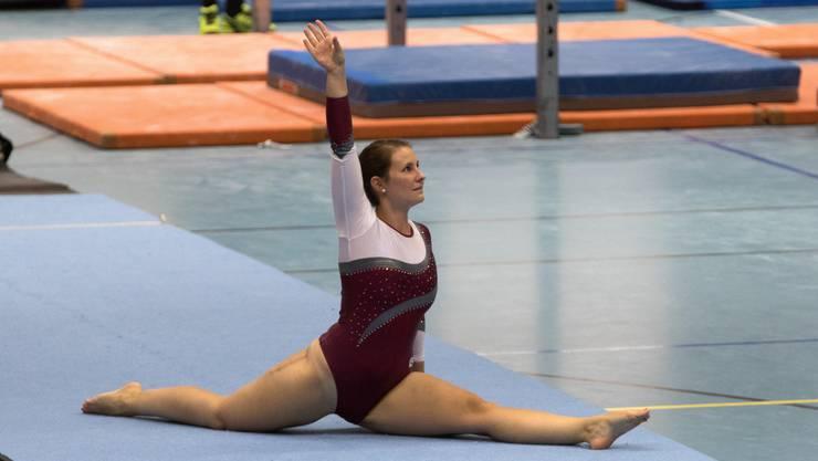 Selina Kurmann bei der Bodenübung.