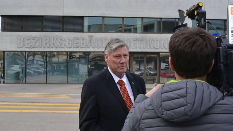 Adrian Leimgrübler will nach seiner rechtswidrigen Entlassung wieder Statthalter des Bezirks Dietikon werden. Die beiden Whistleblowerinnen, die seine Amtsführung kritisierten, arbeiten heute in der kantonalen Direktion der Justiz und des Innern.