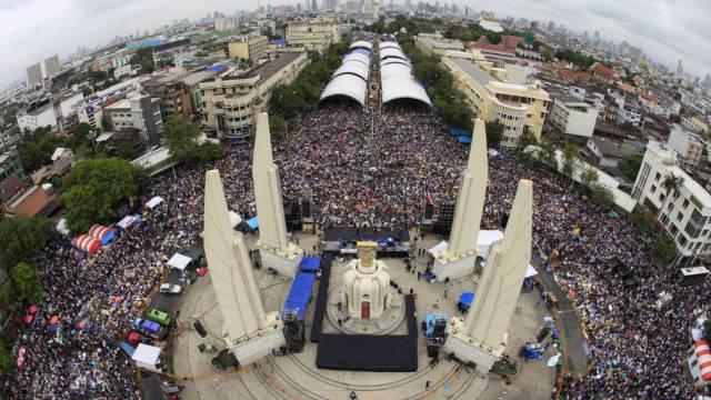 Die Demonstration der Opposition beim Demokratie-Monument