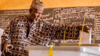 Wähler in Niamey. Im Niger wird in einer Stichwahl ein neuer Präsident bestimmt.