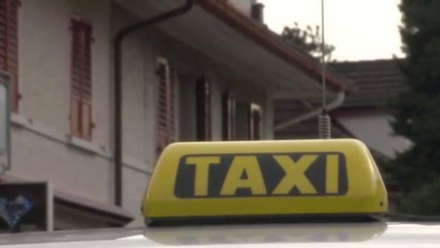 Am Zürcher HB ein Taxi für eine kurze Fahrt zu finden, ist schwierig.