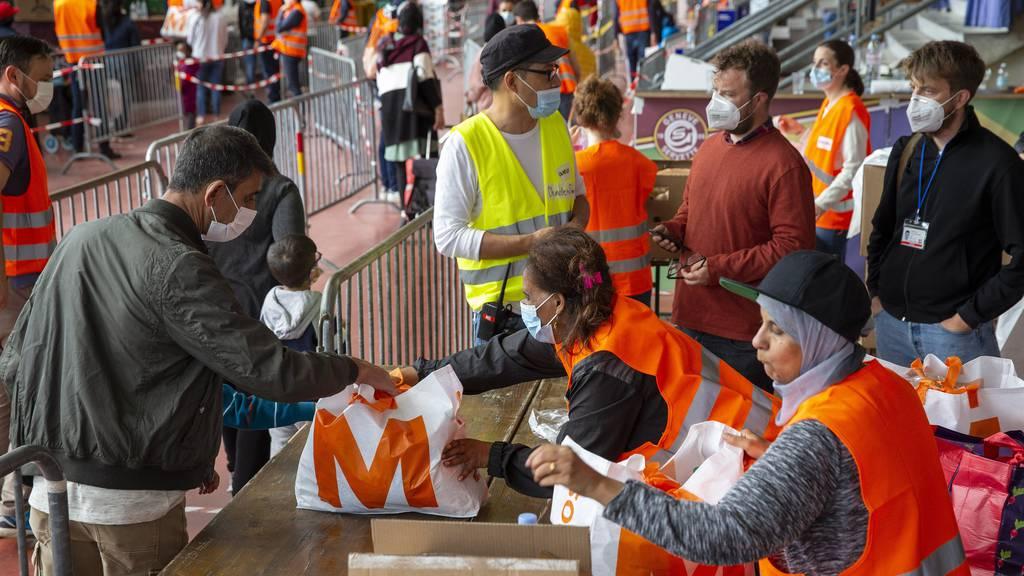 In Genf werden weitere 3000 Coronapakete an Bedürftige verteilt