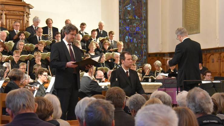 Der Musikverein Lenzburg mit Dirigent Beat Wälti und Tenor Jan-Martin Mächler als Joshua bei der Aufführung in der reformierten Stadtkirche. Romeo Crivelli