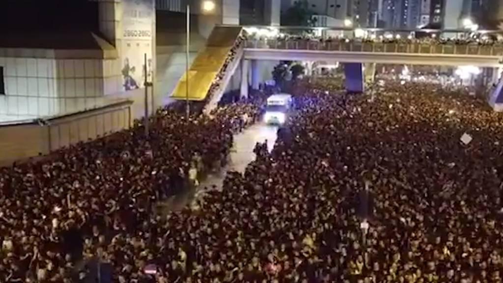 Rettungsgasse innert Sekunden: Dieses Video aus Hongkong beeindruckt das Netz