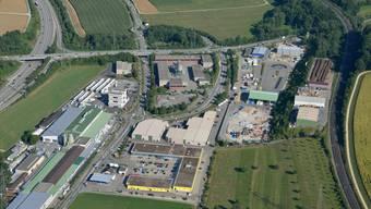 Der ehemalige A3-Werkhof (Mitte) liegt an der Autobahnausfahrt (links) und könnte als Rasthof genutzt werden.
