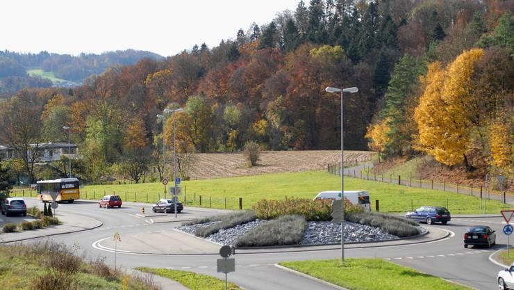 Beim Kreisel der SBB-Haltestelle beginnt die Umfahrung Mellingen und führt zur Reuss.  (wal)