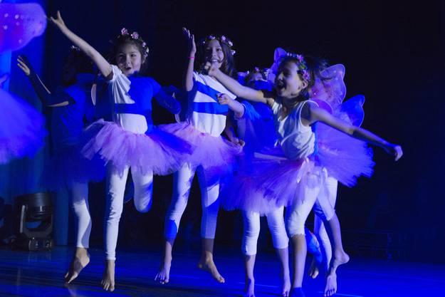 Unter dem Motto «Fabelhafte Fabelwesen» haben sich rund 290 Tanzschülerinnen und Tanzschüler der Tanzfabrik Urdorf als Fabelwesen verkleidet, um so das Publikum bei der neunten Schüleraufführung zu verzaubern.