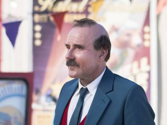 Da muss er durch: Damit Stefan Kurt der Figur Papa Moll so ähnlich wie möglich sieht, musste sich der Schauspieler einen komischen Glatzenstreifen rasieren lassen.