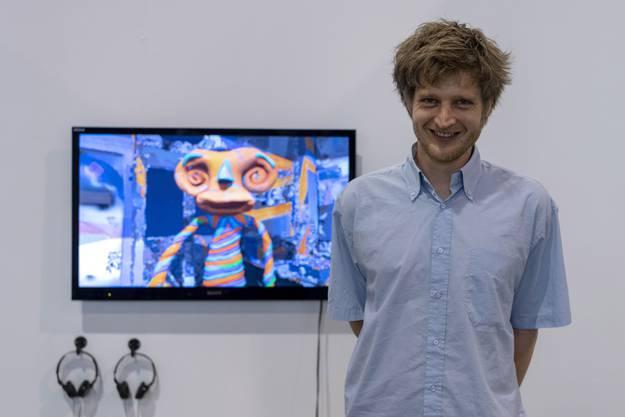 Bertold Stallmach posiert neben seinem Kunstwerk «System der Anerkennung»(2018)