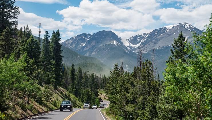 Im Trend: Roadtrips in den USA oder Kanada. Wie hier durch den Rocky-Mountains-Nationalpark.