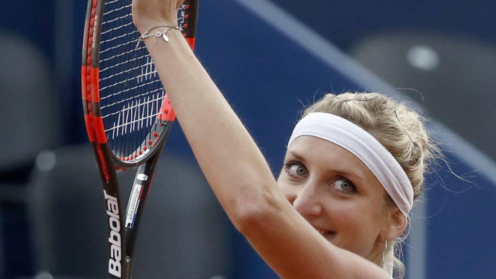 Dank an die Tennisfans, die ausgeharrt hatten: Timea Bacsinszky gewann in Gstaad ihre Erstrunden-Partie