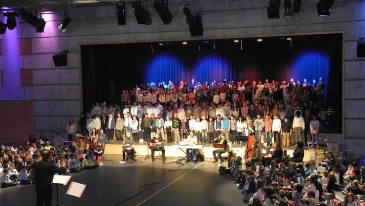 500 Kinder waren in der Stadthalle versammelt.