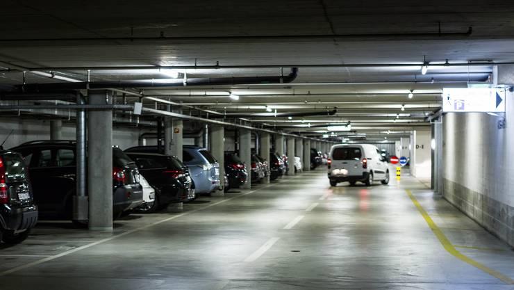 Hier parkieren Grossratsmitglieder und Kantonsangestellte: Das Parkhaus Buchenhof in Aarau. (Archiv)