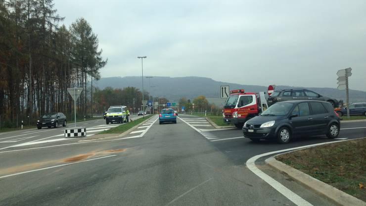Hier stiessen am Montagmittag zwei Autos zusammen. Im Bild: die A1-Ausfahrt Aarau Ost in Hunzenschwil. (archiv)