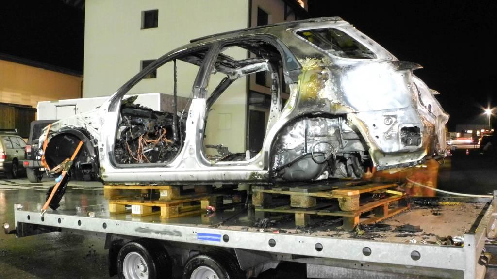 Abbruchauto brennt in Rothenthurm komplett aus