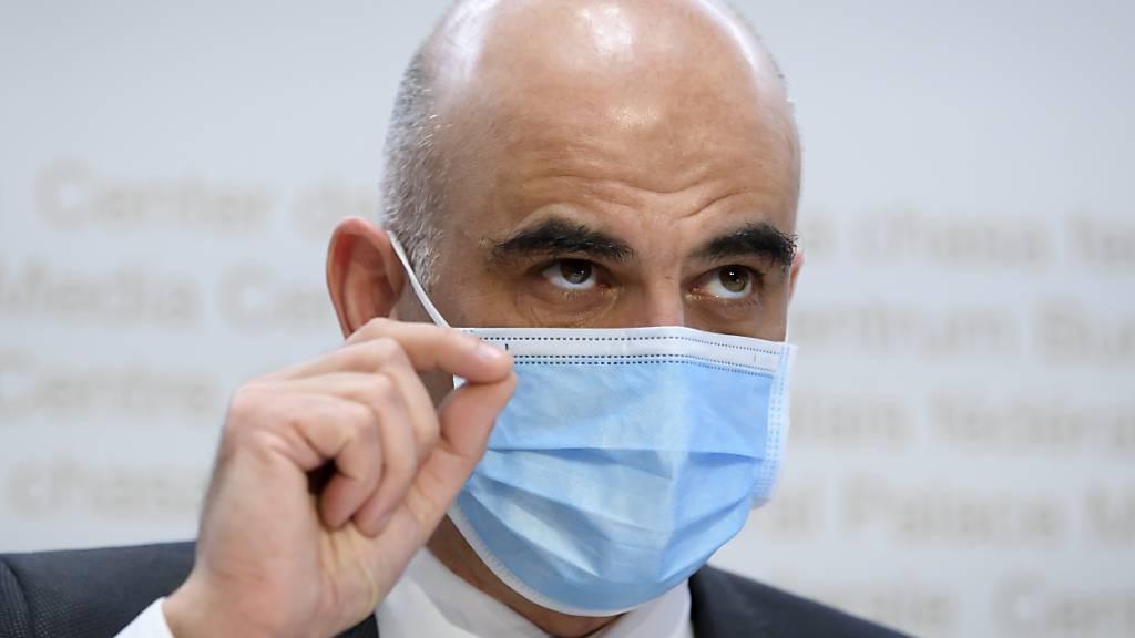 Der Druck auf den Bundesrat steigt, angesichts abnehmender Fallzahlen bei den Neuinfektionen die Coronavirus-Massnahmen zu lockern. Gesundheitsminister Alain Berset hatte letzte Woche angedeutet, dass es gewisse Lockerungen geben könnte. (Archivbild)