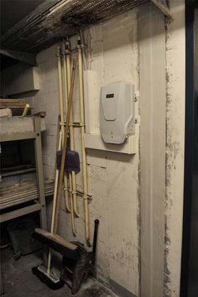 Das Ende einer langen Reise: Ein Glasfaser-Anschluss in einem Basler Wohnhaus.