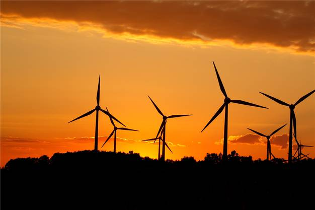 Die überschüssigen Milliarden könnten in die Infrastruktur gesteckt werden: Zum Beispiel Windräder