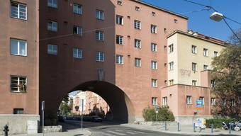Die Stadt Wien besitzt über 200'000 Wohnungen. Im Bild: der Karl-Marx-Hof, der rund 1350 Wohnungen umfasst. (Archivbild)