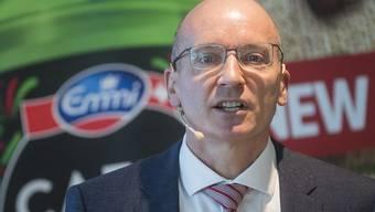 Emmi unter der Führung von Konzernchef Urs Riedener (Bild) läuft es blendend. Der Molkereikonzern hat 2018 nicht nur den Umsatz ausweiten können, sondern auch mehr Gewinn gemacht. (Archivbild)