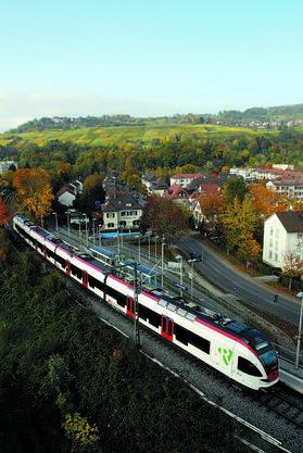 Im Oktober 2005 kommen die ersten FLIRT-Fahrzeuge auf der Strecke der S5 zwischen Weil und Lörrach zum Einsatz.