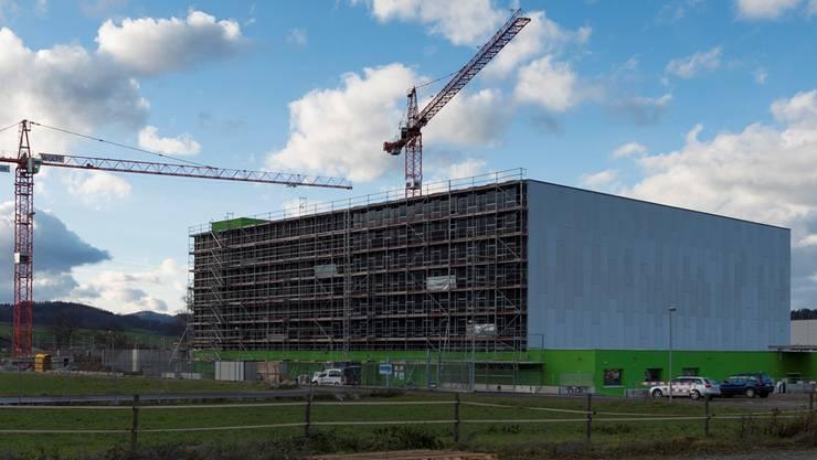IT-Showcase auf der grünen Wiese: Das Green-Datacenter mit ABB-Technologie in Lupfig AG wird ausgebaut.