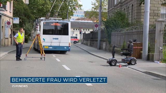 Bus knallt in behinderte Frau