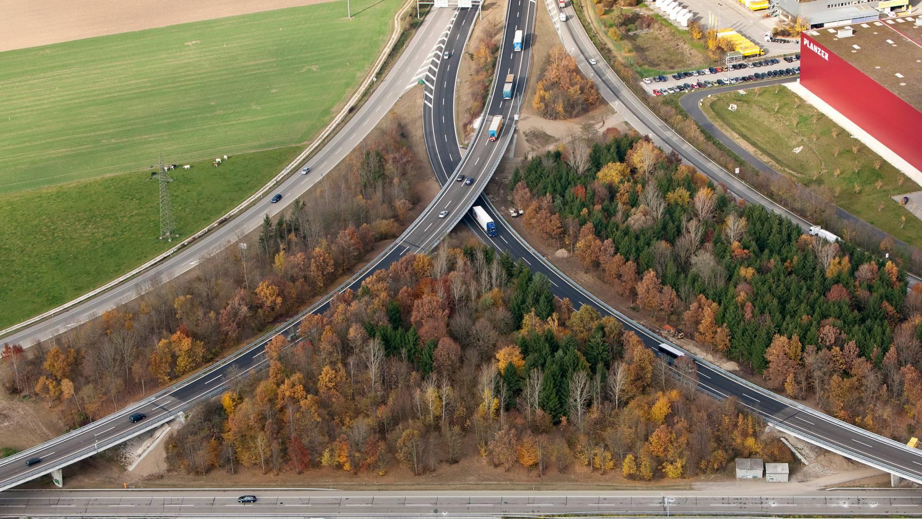 Die A1 ist die Hauptschlagader der Strassenverkehrs. Als Nadelöhr gilt der Abschnitt bei Härkingen. (Archivbild)
