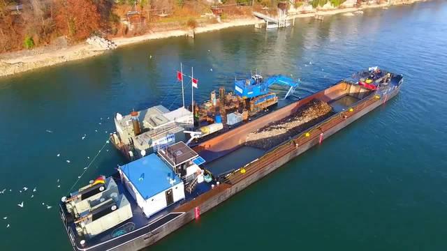 Baggerschiff in Basel