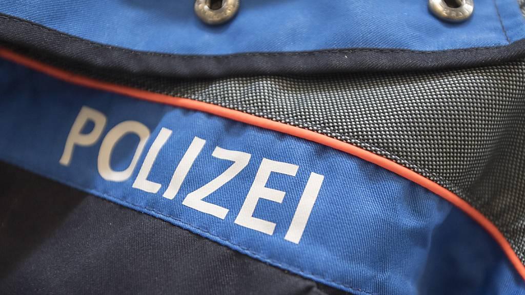 Jugendliche griffen Polizisten verbal und körperlich an