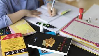 Die OECD hat das Wohlbefinden von Schülerinnen und Schüler untersucht. Gemäss der Studie sind 15-Jährige in der Schweiz ziemlich zufrieden mit ihrem Leben. (Symbolbild)