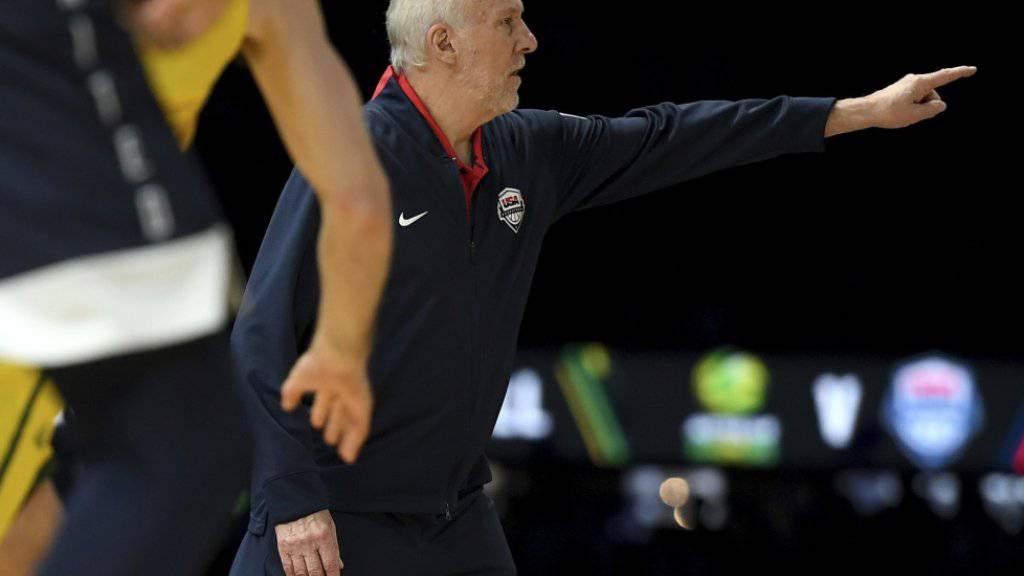 Der amerikanische Basketball-Nationaltrainer Gregg Popovich versucht vergeblich, die Testspiel-Niederlage der USA gegen Australien zu verhindern