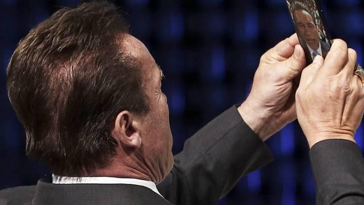 Hollywoodstar, Bodybuilder und Ex-Politiker Arnold Schwarzenegger ist bei einer von ihm organisierten Sportveranstaltung in Südafrika von hinten attackiert und in den Rücken getreten worden. (Archivbild)
