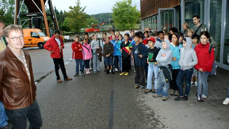 Stadtrat Hans Gloor (links) freut sich über die Aktion der Schulen.