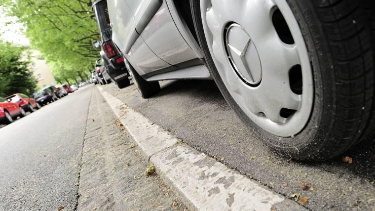 Die Basler Regierung will die Parkfläche auf der Allmend reduzieren und den Parksuchverkehr eindämmen.