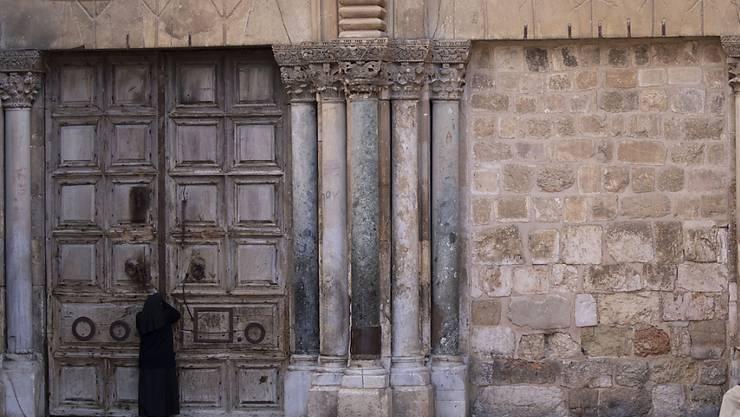 Die Grabeskirche in der Jerusalemer Altstadt ist wegen der Coronavirus-Pandemie geschlossen.