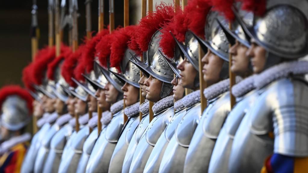Der Nationalrat entscheidet darüber, ob Schweizergardisten während ihres Dienstes in Rom von der Wehrpflichtersatzabgabe befreit werden sollen. (Themenbild)
