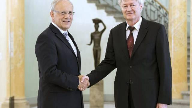 Bunderat Schneider-Ammann gratuliert Michael Graetzel