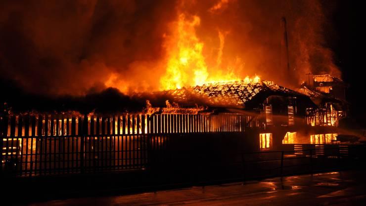 Rümlang/Stadel: Eine Million Franken Schaden bei zwei Bränden. (Symbolbild)