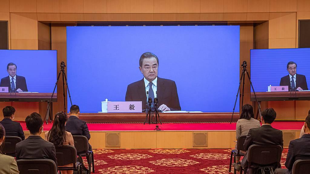 Chinas Aussenminister weist Schuldvorwürfe wegen Pandemie zurück